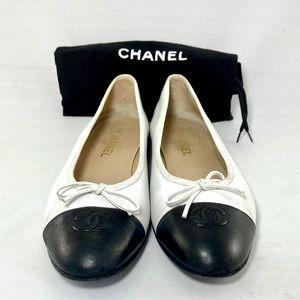 Authentic Vintage Chanel flats. 🤍